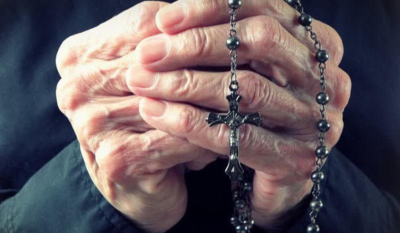 """La preghiera del Rosario con il Vescovo Francesco dalla casa di riposo """"Piccinelli"""" di Scanzorosciate"""